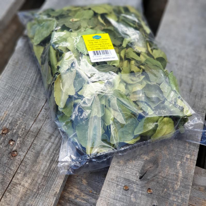 Kaffir limoenbladeren | gedroogd kaffirblad / Indonesische limoenbladeren / daon jeruk purut / daun / djeroek peroet / Bai makrut / teelt: regulier - Thailand / 50gram (ca 100 blad)