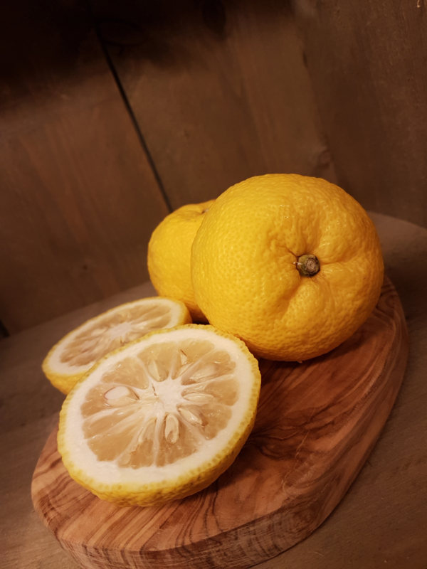 Yuzu | Japans citrusvrucht | teelt: tradioneel - Japan | per stuk / beschikbaar vanaf week 47