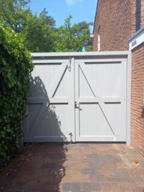 Dubbele poortdeuren met kozijn