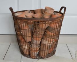 Oude terracotta potjes