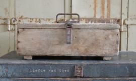 Stoer houten kistje VERKOCHT