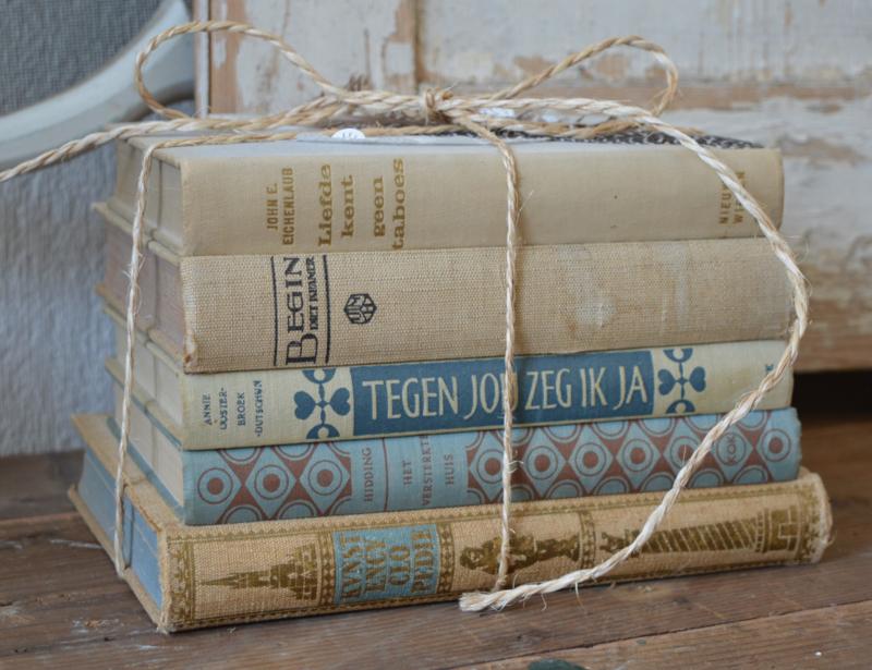 Oude boekenstapel