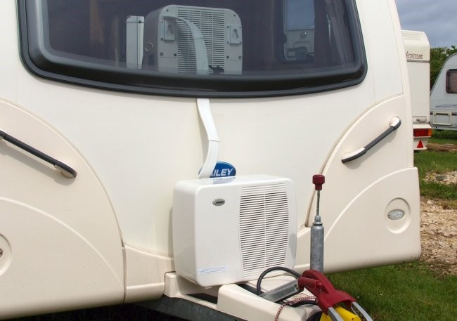 eurom ac2401 split caravan airconditioner caravan camper airconditioners. Black Bedroom Furniture Sets. Home Design Ideas