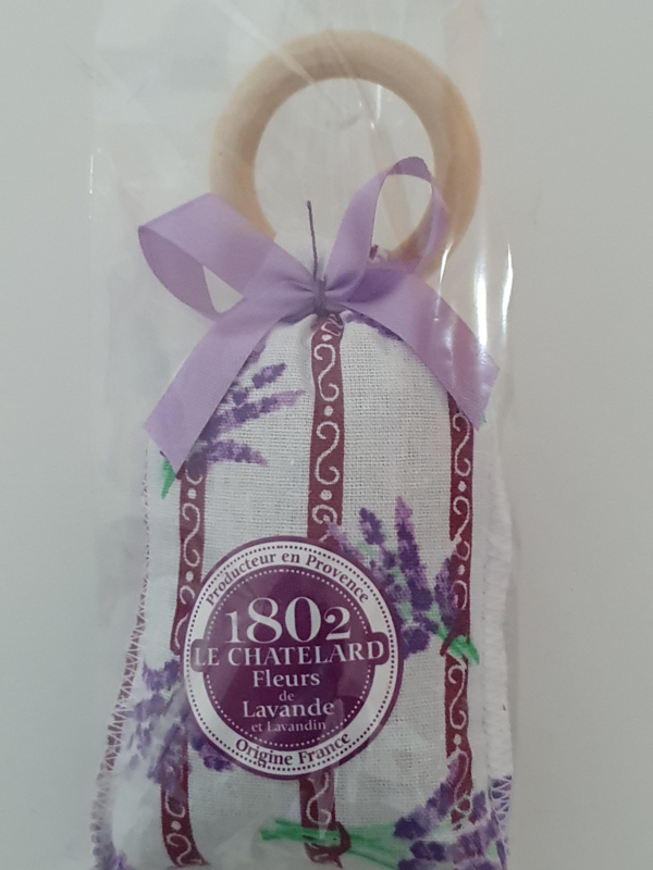 Lavendelzakje met houten ring Fleur de Lavande paarse strik.