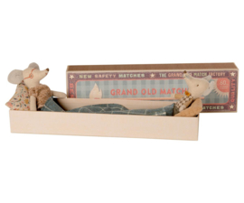Maileg Grandpa and Grandma Mouse in Matchbox - Opa en Oma Muis