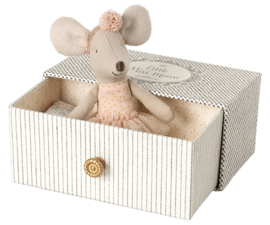 Maileg Little Sister Dance Mouse in Daybed (10 cm) (2021)