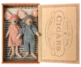 Maileg Mum and Dad Mice in Cigar Box (15 cm)