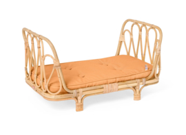 Poppie Toys Rotan Poppenbed met Caramel Matrasje - Poppie Day Bed Clay