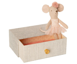 Maileg Dancing Mouse in Daybed - Little Sister (10 cm)