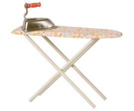 Maileg Strijkplank en strijkbout Poppenhuis - Iron & Ironing Board (2021)