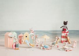 Maileg Beach Mice Little Sister - Muisje Kleine Zus in Strandhuisje (11 cm)
