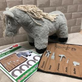 Crafty Ponies Hoefsmid set met hoefijzers incl. instructieboekje