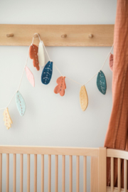 Sebra Felted Garland Slinger - Leaves