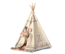 Maileg Little Feather with Tipi Tent Little Sister Mouse  (8 cm)
