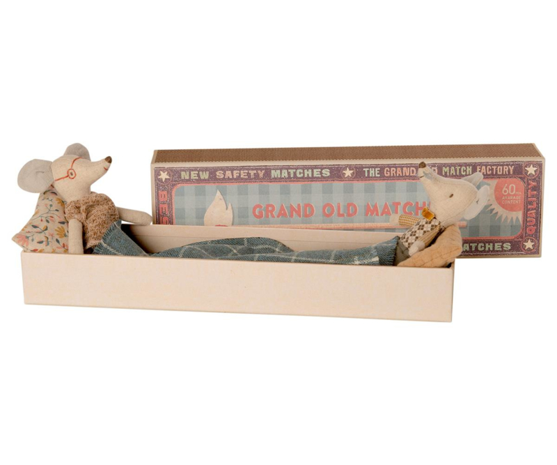 Maileg Grandpa and Grandma Mouse in Matchbox - Opa en Oma Muis