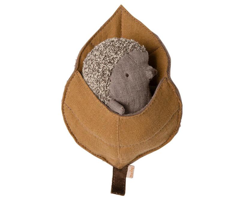 Maileg Egeltje in Blad Baby Hedgehog in Leaf - Klein