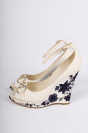 Gucci Horsebit Wedge Shoes - off-white