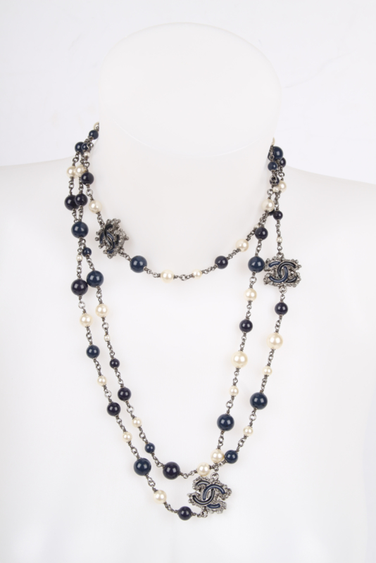 Chanel Pearl & Beaded Necklace - dark blue/white