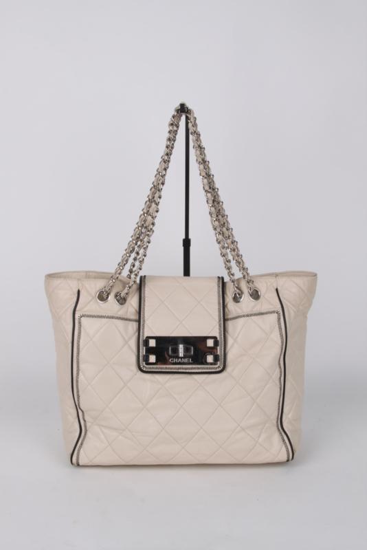 Chanel Ecru Leather Medium Silver Coloured Hardware Crossbody Shoulder Hand Quilted Flap Bag