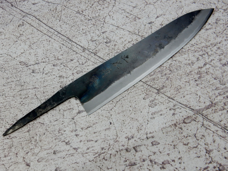 Kagemitsu Amefuri, Gyuto, 210 mm, Sanmai, Aogami #1, -non-stainless cladding - sharpening.