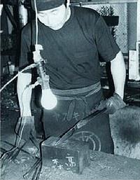 Takeo Murata-san in zijn smederij