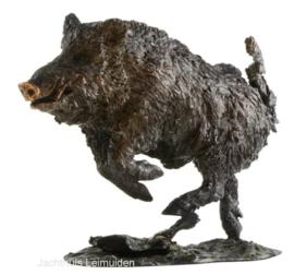 Bronzen beeld Sauer: Vluchtende keiler