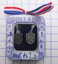 OOR143 oorbellen wapen zuid-holland  verzilverd,in delftsblauw blikje