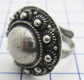 ZKR328 zeeuwse knop ring middel met grote bol, verzilverd