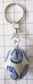 SLE 612 sleutelhanger delftsblauwe ovale tulpenkraal handgeschilderd