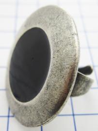 RIN404 ovale ring verzilverd, een maat met zwarte emaille