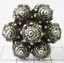 ZKR317 Grote Zeeuwse knop ring met 7 Zeeuwse knopjes