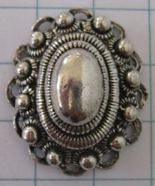 ZB016 ovale Zeeuwse knop met oogjesrand, verzilverd