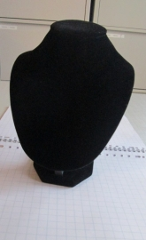 no 3 halsje zwart velours, laag
