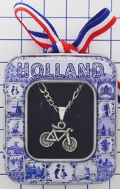 HAN 107 Collier met zwaar verzilverd fietsje