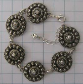 ZKA 502 armband plattte zeeuwse knopen 2 cm doorsnede