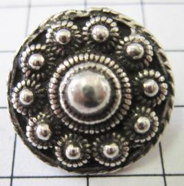 kledingknoop verzilverd middel plat Zeeuwse knoop ZKK804  22 mm doorsnede