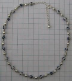 COL 016 Collier fijn, delftsblauwe handgeschilderde en verzilverde kraaltjes