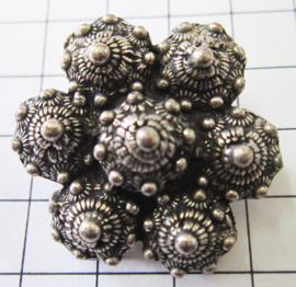 ZKB913  7-Zeeuwse knopjes broche