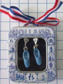 OOR 124 oorbellen met blauwe klompjes