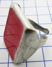 RIN402 vierkante ring verzilverd, een maat, met rode emaille