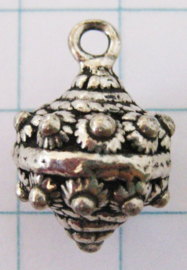 Zeeuwse knop bol, hanger met een oog ZB028
