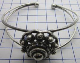 buigarmband middel bolle zeeuwse knop verzilverd ZKA519