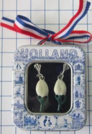 OOR 109 witte tulp oorbellen