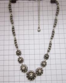 ZKC708 middel en kleine Zeeuwse knopjes collier