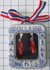 OOR 126  oorbellen rode klompjes