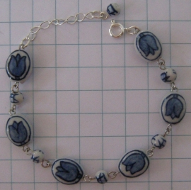ARM 309 armband delftsblauwe tulpjes geketteld