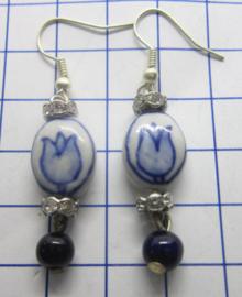 OOR201 handgeschilderde porseleinen delftsblauwe oorbellen, verpakt in plastic zakje