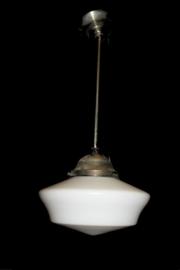 Grote kegelvormige opaline lamp