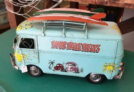 Bus met surfplanken