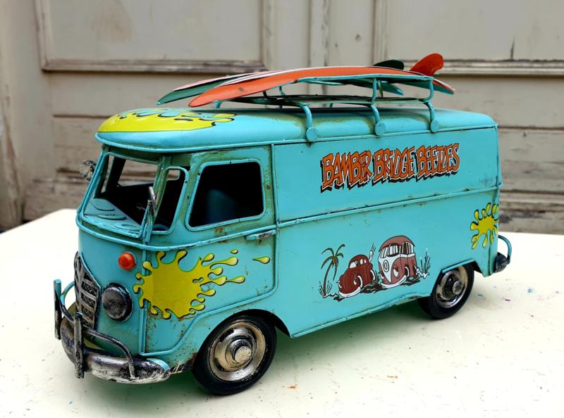 Model Bus met surfplanken